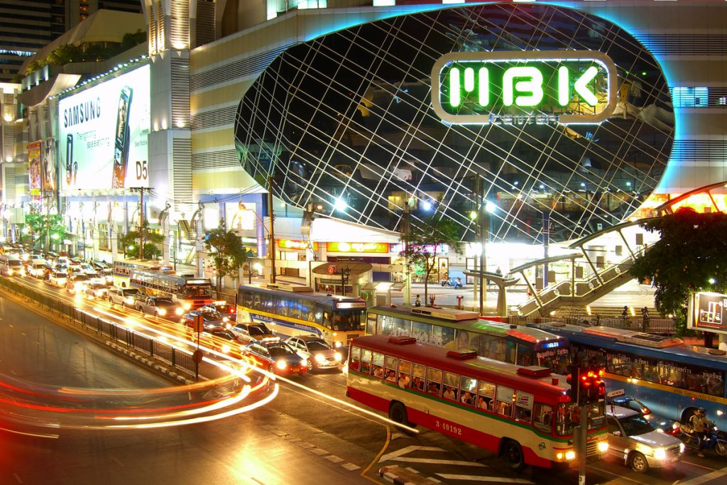 b8a0d65afc51d إم بي كي MBK Center يعد من اكبر مراكز التسوق في بانكوك تايلاند حيث يضم 2000  متجر متنوع، يوفر المركز مجموعة كبيرة من المنتجات عالية الجودة والراقية  تشتمل على ...